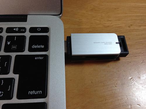 11インチMacBook Airに最適!超高速!SDカードリーダー「MR3-C004SV」がいい!