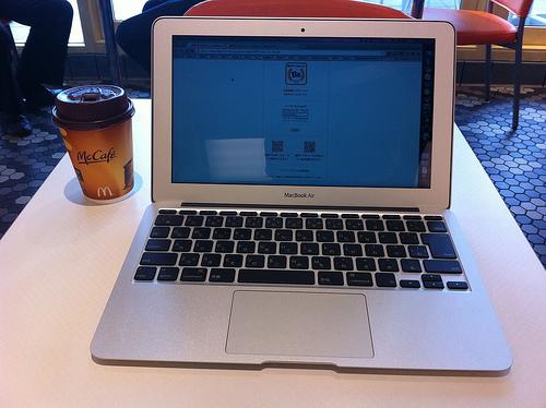 MacBook Air ファーストインプレッション(外で使ってみたよ!)