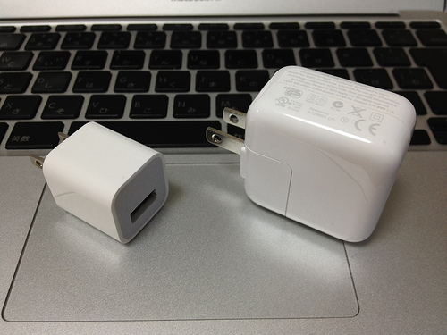 iPhoneのApple USB 電源アダプタでは新しいiPad(第3世代)を充電できないのでご注意を