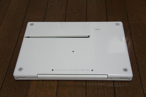 【バッテリー交換】MacBook(ホワイト)のバッテリーが膨張したので互換バッテリーに交換してみた