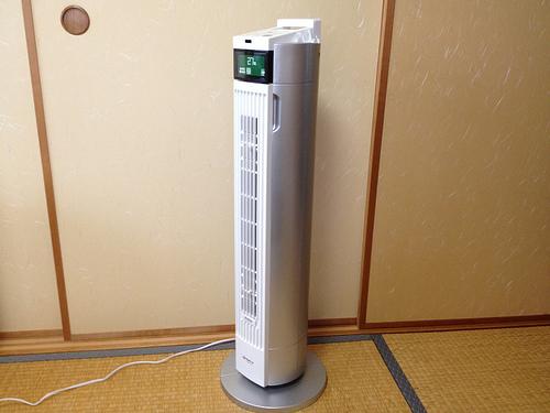 縦型扇風機AFT-820R-WHがコンパクト&静音&スタイリッシュ♪