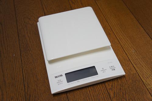 0.1g単位の高精度 / 最大計量3kgで計れるタニタ「KD-320」でiPhone5やMBAなどいろいろ計ってみた