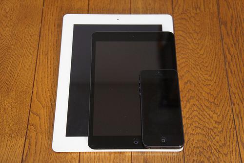 iPad miniとiPhone 5とiPad(第3世代)を大きさ、重さ、文字の読みやすさを比較してみた