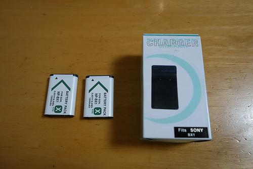 RX100II用 激安互換充電器&バッテリーを合計1,690円で買てみた